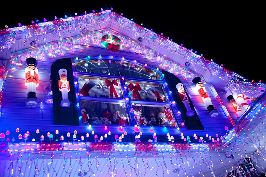 Christmas Vacation House Lights.3 Tips For Hanging Christmas Lights On Your Roof Without